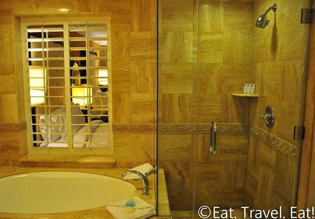 St Regis Monarch Beach- Dana Point, CA: Bathroom Shower and Tub