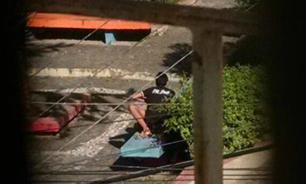 Casal foi flagrando em praça no centro de Caruaru / Foto: Divulgação/Internauta.