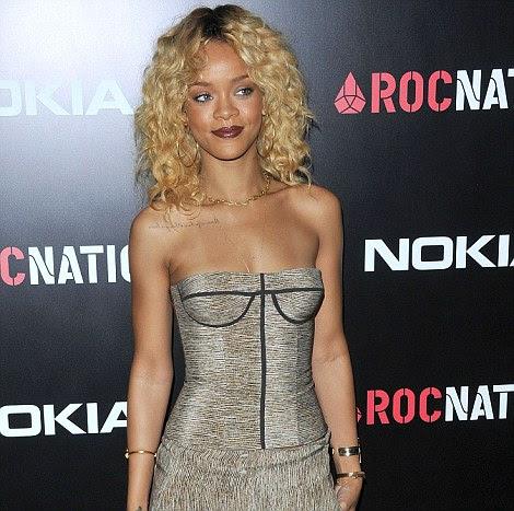 Nova geração do pop: Rihanna participou da Roc Nation brunch de pré-Grammy realizada no Soho House, em West Hollywood nesta tarde e depois inclinou-se da morte da estrela