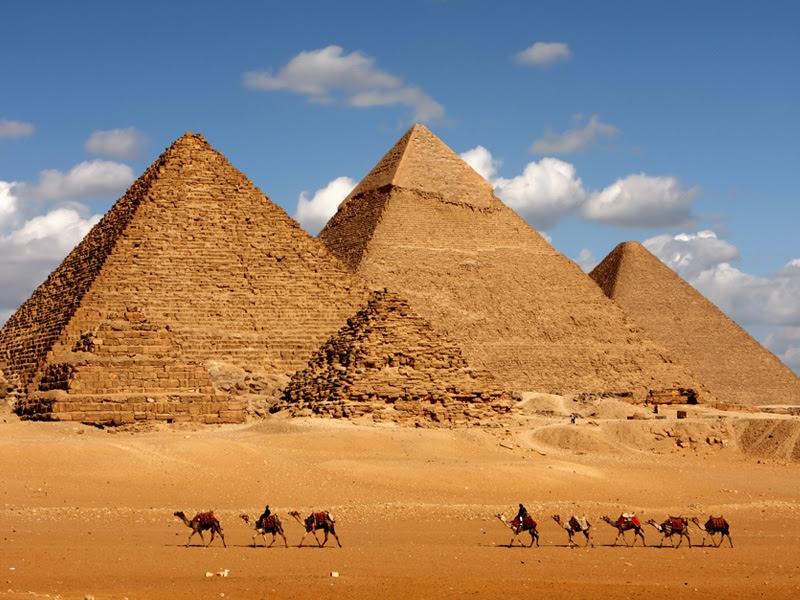 Resultado de imagem para fotografias das piramides de Gize