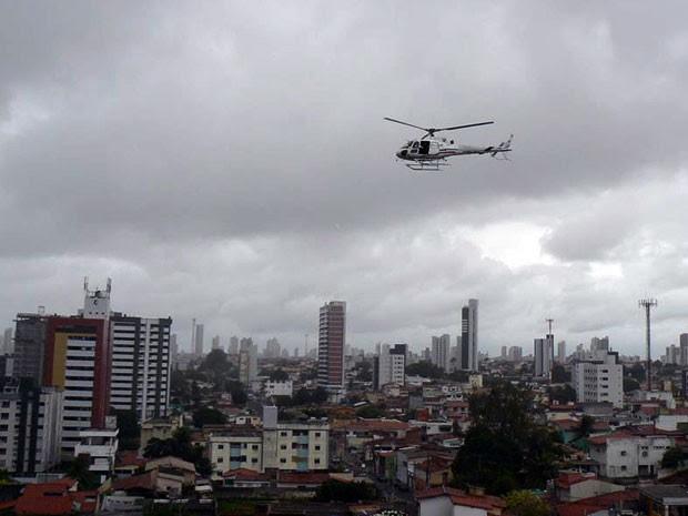 Helicóptero Potiguar 1 foi usado nas duas ações policiais (Foto: Adriano Medeiros)