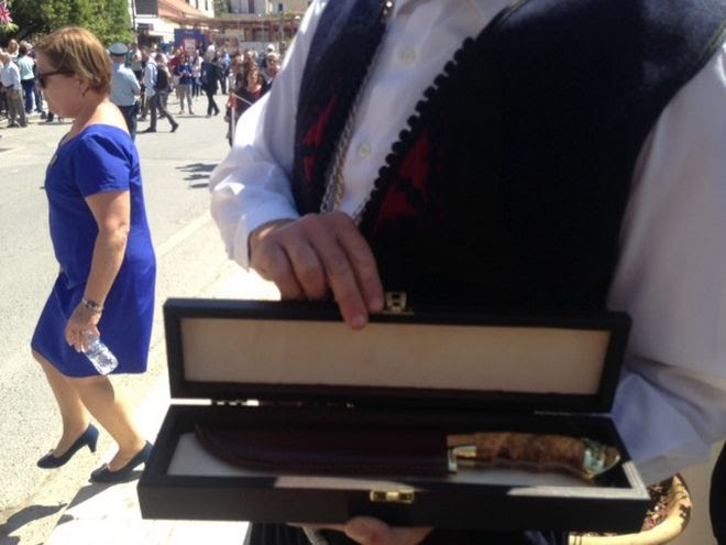 To μαχαίρι που έκαναν οι Κρητικοί δώρο στον Κάρολο
