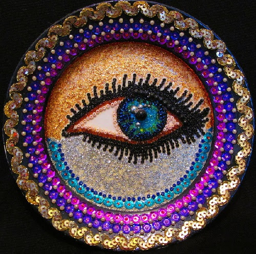 Decorative plates of beads, ribbons, jewelry, lace and lacquer