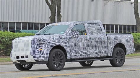 ford   spied  video  heavy camouflage