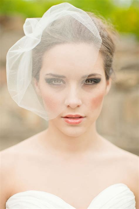 10 Glamorous Birdcage Veils For Your Big Day   Intimate