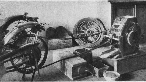 Molturadora de harina improvisada con un motor de motocicleta por los sitiados en el Alcázar de Toledo