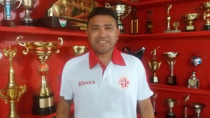 Souza diretor de futebol América-RN (Foto: Canindé Pereira/Divulgação)