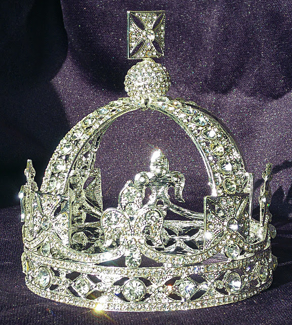 Difference Between King Crown And Queen Crown Difference Between