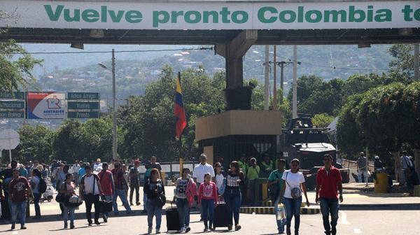 Los venezolanos, desesperados por la crisis en su país, no dudan en cruzar a Colombia (AFP)