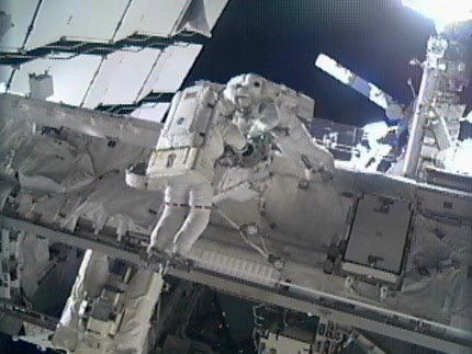 Spacewalkers Greg Chamitoff and Mike Fincke