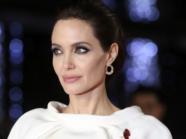 Angelina Jolie divulga 'Invencível' em Londres nesta terça (25) (Foto: REUTERS/Paul Hackett)