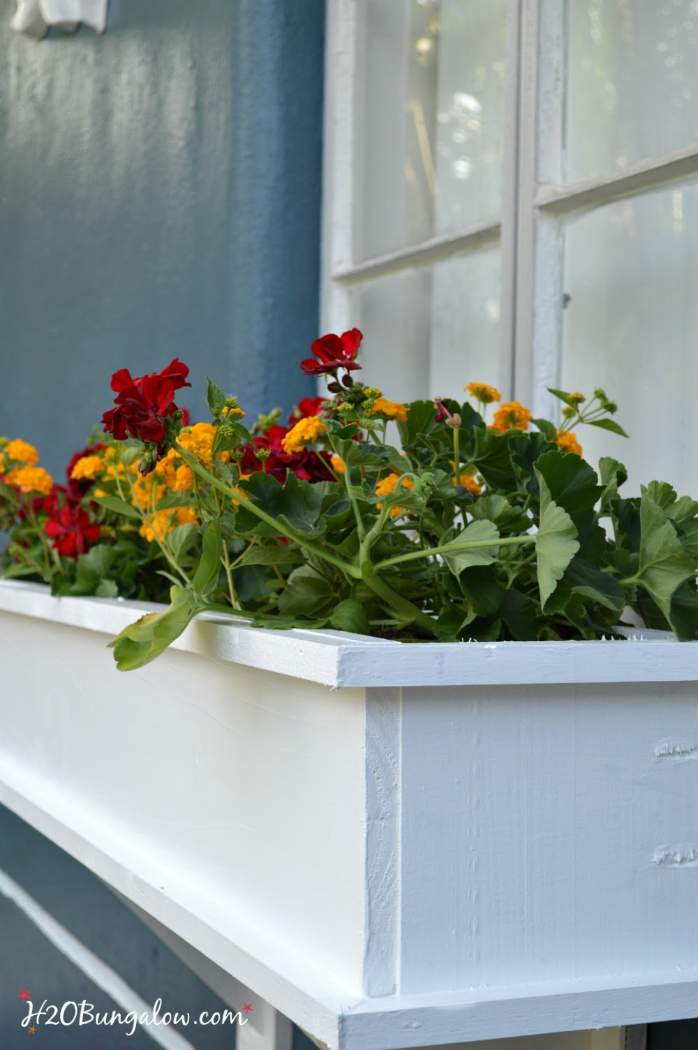 How to Build a Flower Box Planter Tutorial - H20Bungalow