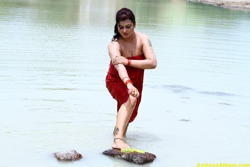 Sona-Hot-Stills-FromSivappu-Manidharagal-Movie-4