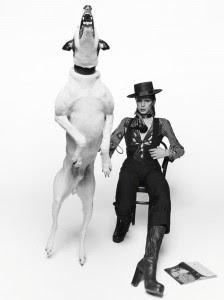 David Bowie posando para su disco Diamonds Dogs (Londres, 1974)