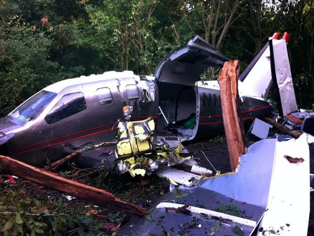 Imagem mostra os destroços da aeronave (Foto: Gendarmerie Nationale/ AFP)