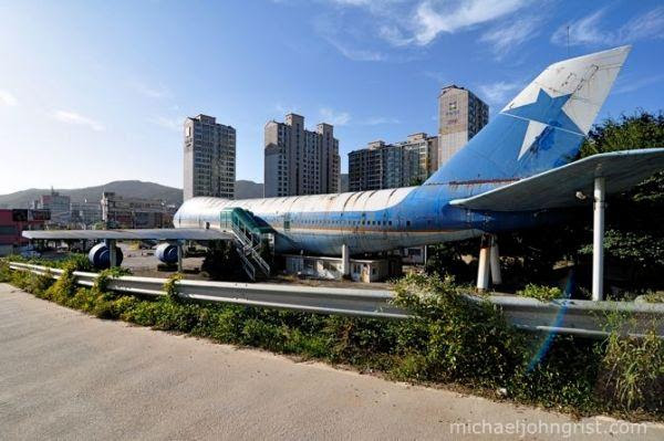 747 restaurant juan t. trippe 6 Abandoned Mega Machines