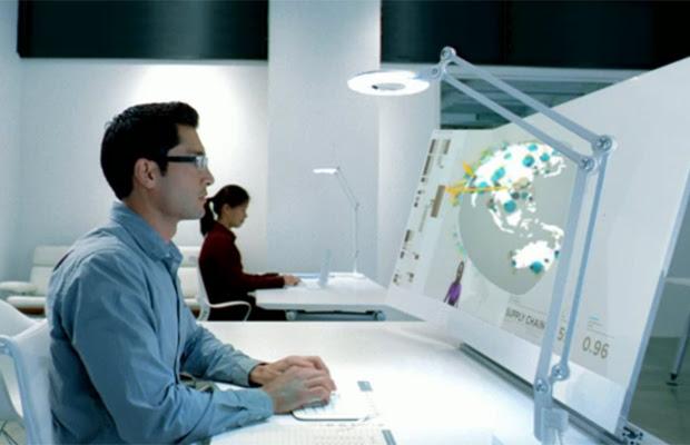 Vídeo da Microsoft mostra uma estação de trabalho do futuro (Foto: Reprodução)