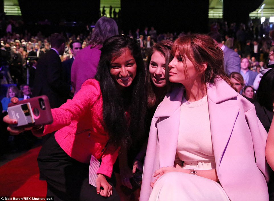 The glamorous would-be First Lady showed she can still strike a pose with the best of them when some eager female attendees took a selfie with her on Wednesday