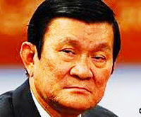 Trương Tấn Sang, Quốc Trưởng Bắc Cộng: mắt lươn ti hí. Mặït tên Cộng Chồn này ngoài cặp mắt lươn ti hí còn có những nét, những vẻ ngu đần, ác ôn.