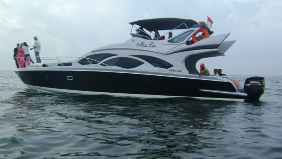 http://raykhatours.files.wordpress.com/2012/02/speed-boat-pulau-tidung-miss-lee-raykha-tours.jpg?w=565
