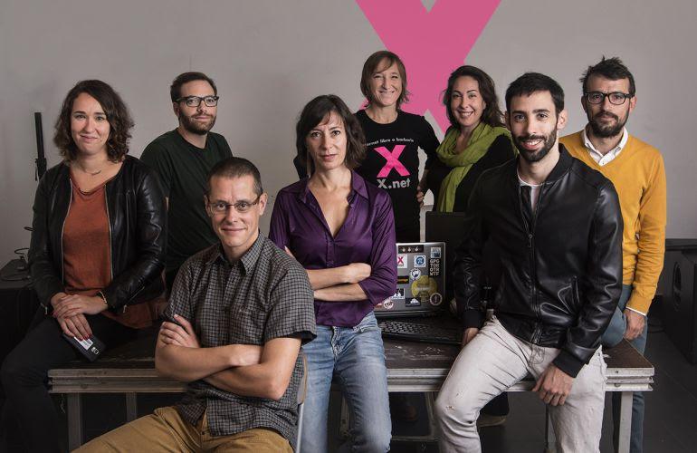 "Miembros de la plataforma ""Xnet"". En el centro, Simona Levi."
