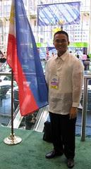 Posing with Philippine flag at SLA