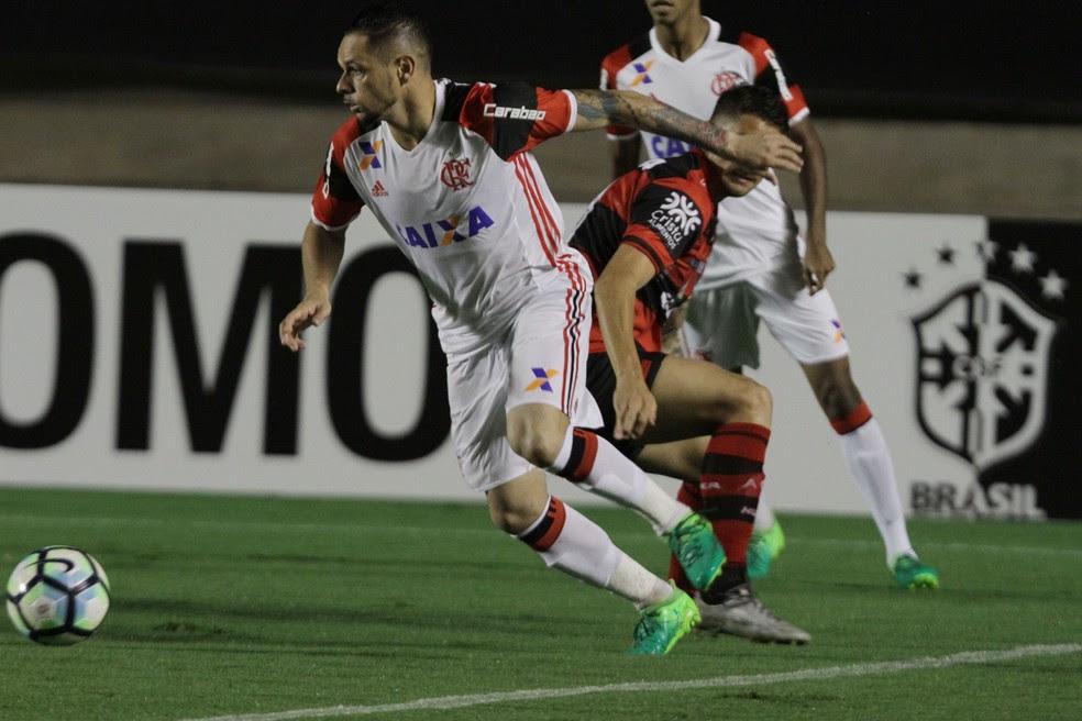 Atlético-GO perdeu para o Flamengo neste sábado (Foto: Carlos Costa/Futura Press)