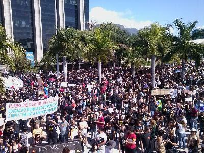 Assembleia de Professores, em frente ao prédio da Prefeitura do Rio de Janeiro