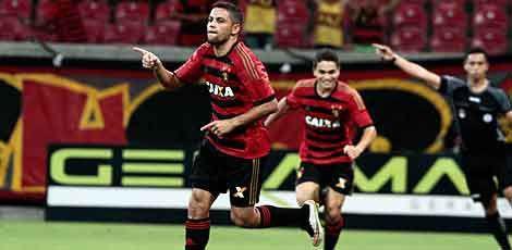 Felipe Azevedo marcou o terceiro gol do Sport  / Guga Matos/JC Imagem