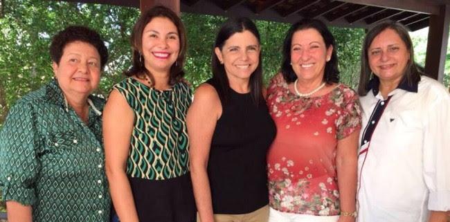 Ex-governadora com seus ex-auxiliares, durante encontro na casa de Ricardo Murad