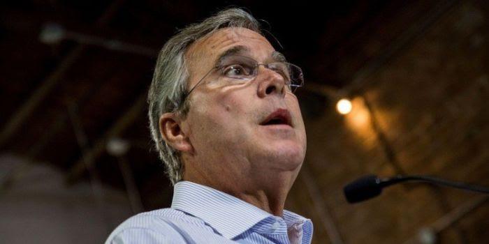 Una studentessa interrompe Jeb Bush: E' suo fratello che ha creato lo Stato Islamico