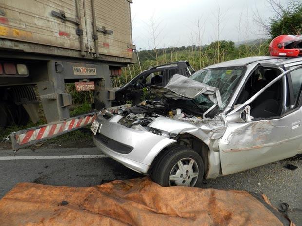 Pelo menos três pessoas ficaram feridas em acidente em Varginha (Foto: Claudiniz Oliveira)