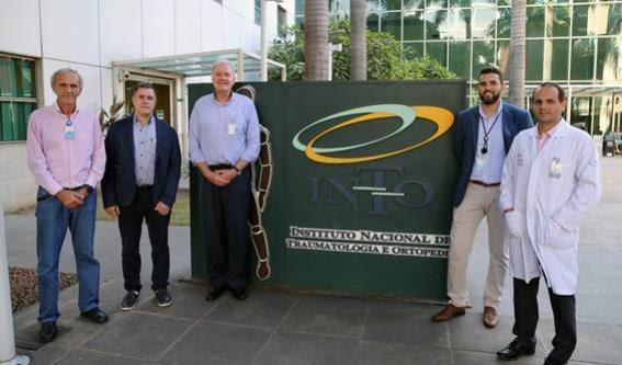 Dr. Hiram Gondim de Paula (INTO), Dr. Celso Monteiro (VP Médico do Vasco), Dr. João Alves Grangeiro Neto (INTO), Dr. Vitor Almeida Ribeiro de Miranda (INTO) e Dr. Rodrigo Araújo Goes dos Santos (INTO)