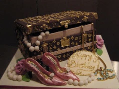 Louis Vuitton jewelry box cake picture