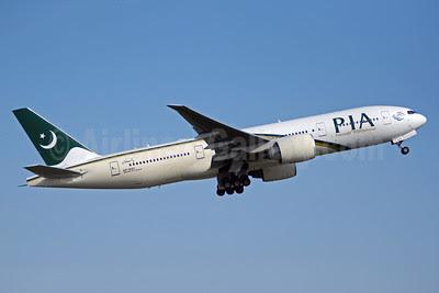 PIA-Pakistan International Airlines Boeing 777-240 LR AP-BGY (msn 33781) YYZ (TMK Photography). Image: 912608.