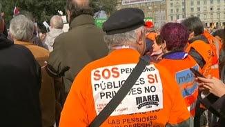 Els pensionistes han omplert la plaça Catalunya de Barcelona