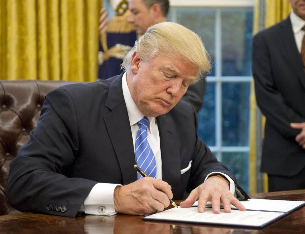 Trump firma la orden ejecutiva para romper el acuerdo con los países del Pacífico.
