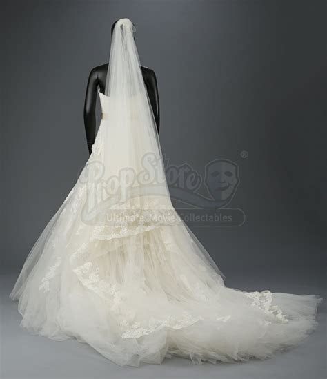 Bella Swan?s Nightmare Wedding Dress and Veil   Current