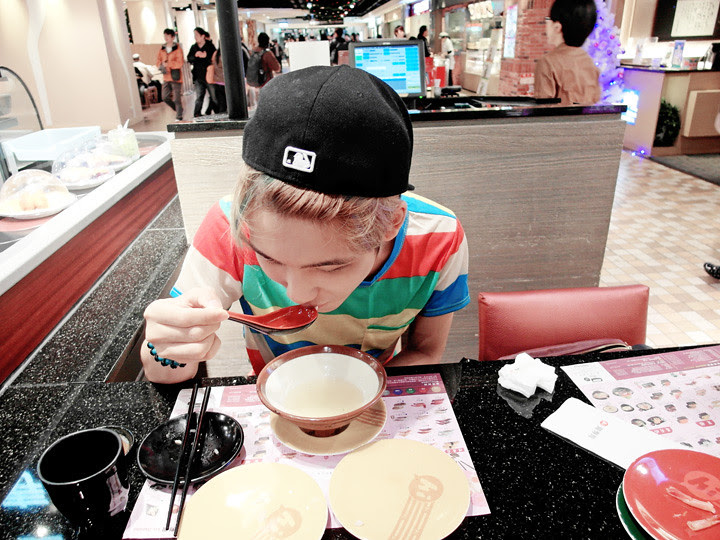 typicalben at taipei hi sushi drinking soup