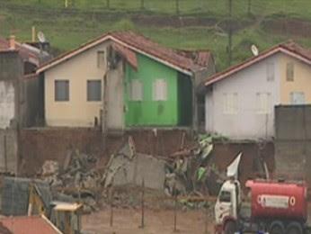 Chuva atinge seis casas na zona leste de São José dos Campos (Foto: Reprodução/TV Vanguarda)