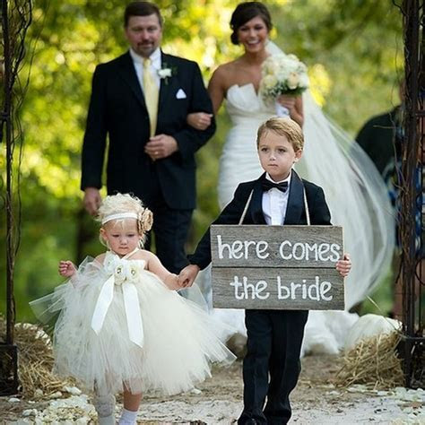 Wedding Ring Bearer Trends: Signs Instead of Pillows