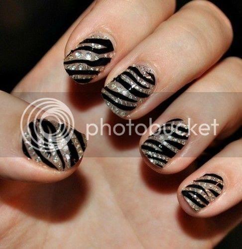 photo black_nail_polish_nails_zebra_animal_print_nails_design-38410287e1dbce39129ca4d8edf11513_h_large_zpscd42ad19.jpg
