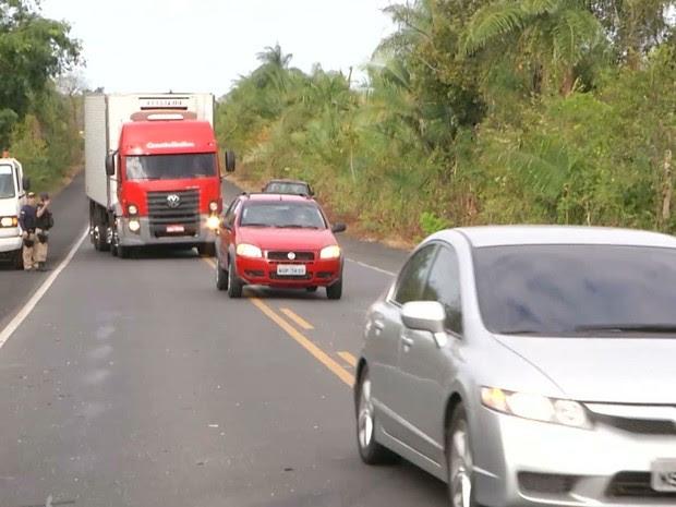Colisão ocorreu no trecho da rodovia federal que fica próximo ao povoado Altos, na zona rural de Caxias (Foto: Reprodução/TV Mirante)