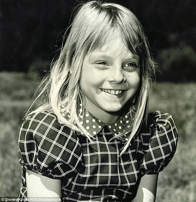 """Ganhando seu sustento: """"Eu comecei quando eu tinha três anos"""", disse Jodie sobre a atuação. Aqui ela é vista em Napoleão e Samantha em 1972"""