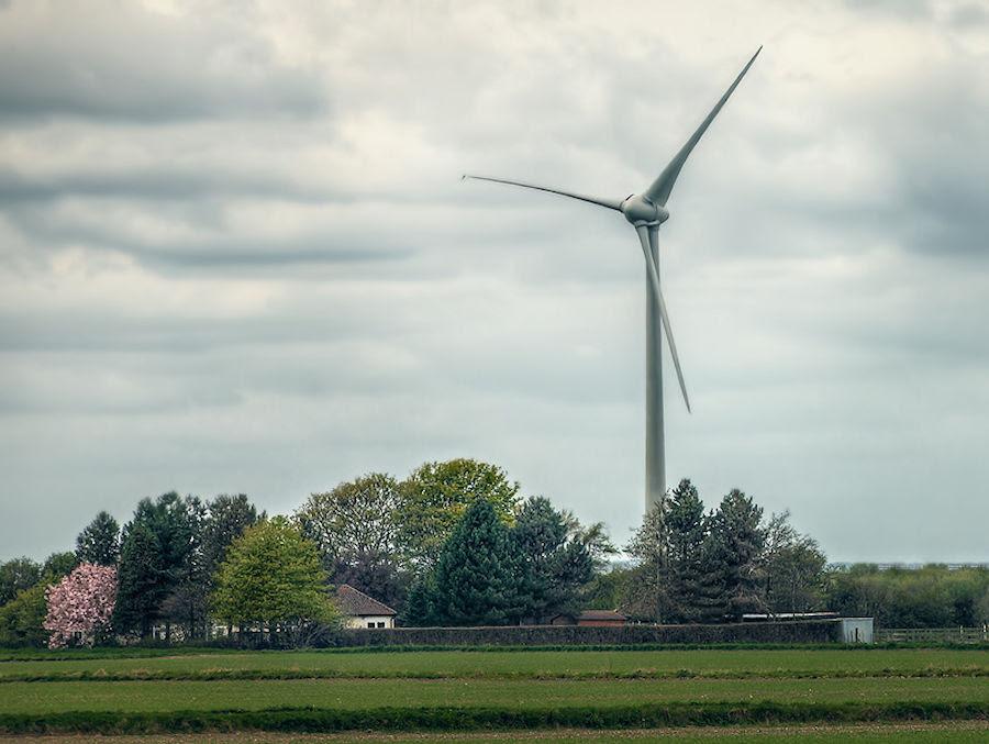Éolienne et habitation