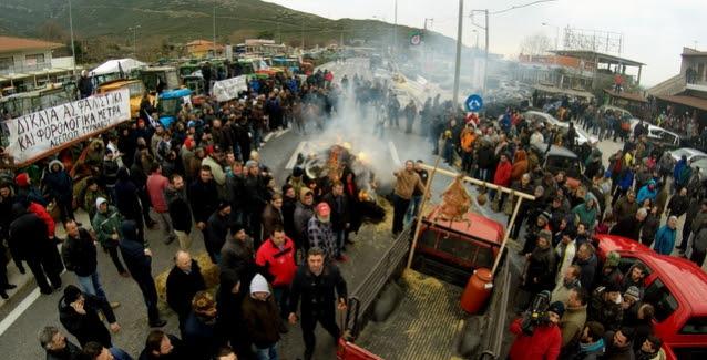 Αποτέλεσμα εικόνας για Ενισχύουν τα μπλόκα τους οι αγρότες με αποκλεισμούς δρόμων