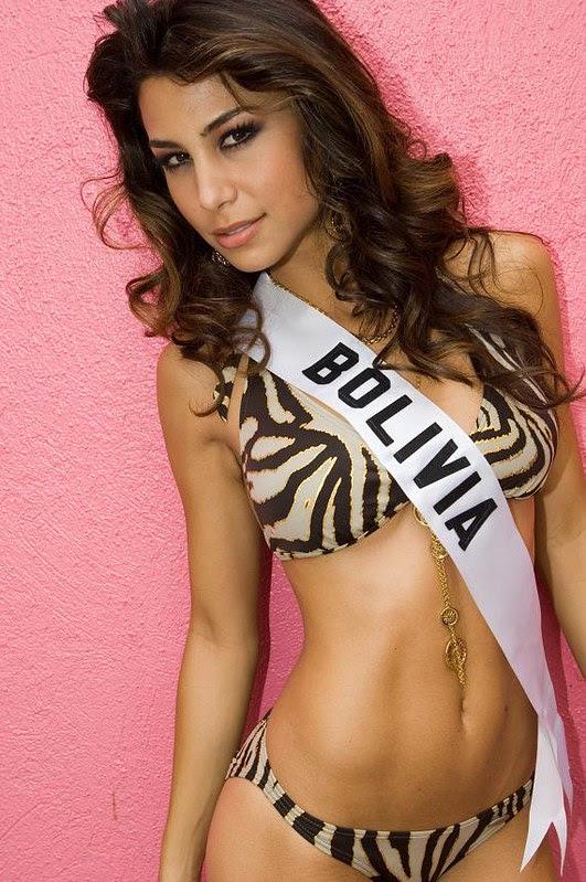Jessica Jordan con un bikini a rayas de cebra
