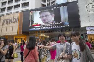 Snowden está dispuesto a volver a EEUU pero con condiciones, según su padre. EFE