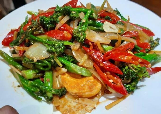 Resep Mudah 56. Tumis Telur Ceplok Tenderstem Broccoli Tanpa Tanding