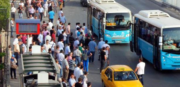 Metrobüs seferleri 3 saat durduruldu